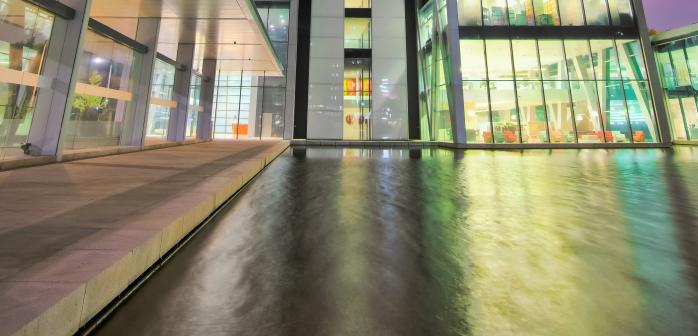 Cross Towers 4 voorkant water nacht gesneden